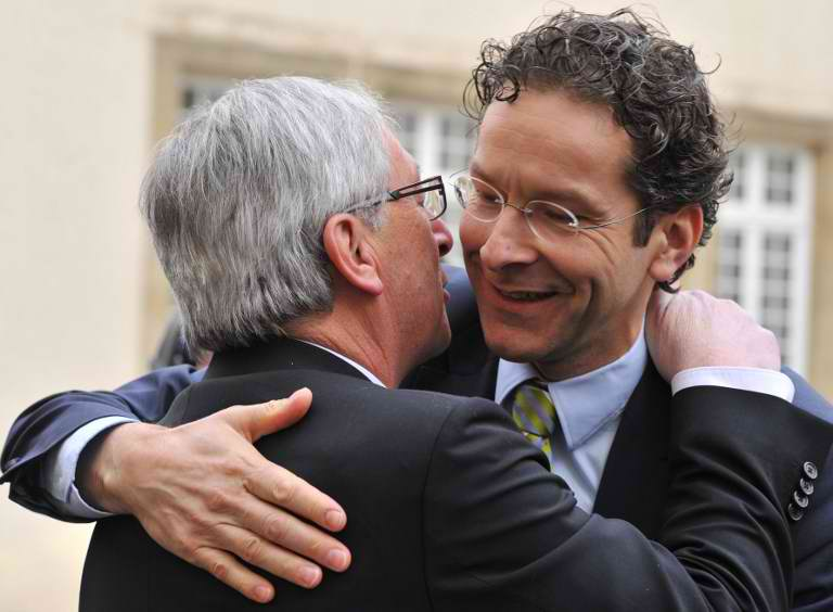 LUXEMBOURG, Luxembourg : Luxembourg Prime Minister and Eurogroup president Jean-Claude Juncker (L) welcomes Dutch Finance Minister Jeroen Dijsselbloem at the Hotel de Bourgogne before a meeting in Luxembourg on January 18, 2013. Juncker and his probable successor as head of the Eurogroup are due to review the financial and economic situation in the Euro zone and the preparation of the next meeting of the Eurogroup, to be held on January 21 in Brussels. AFP PHOTO / GEORGES GOBET