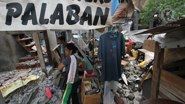 NO RESISTANCE. Residents claim they didn't resist the demolition due to veiled threats. Photo by Karlos Manlupig