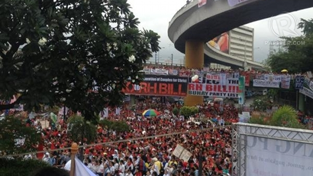 FIGHTING RH. Thousands flock to Edsa Shrine to protest the RH bill. Photo by Paterno Esmaquel II