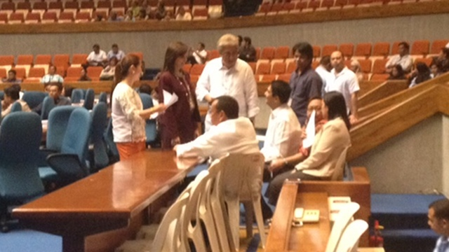 MONDAY HUDDLE: Anti-RH bill hardliner Manila Rep. Amado Bagatsing huddle with RH bill authors