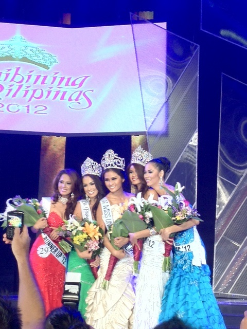 LOOKS FAMILIAR? Newly crowned 2012 Binibining Pilipinas-Universe Janine Tugonon (center)  Photo by Veejay Floresca