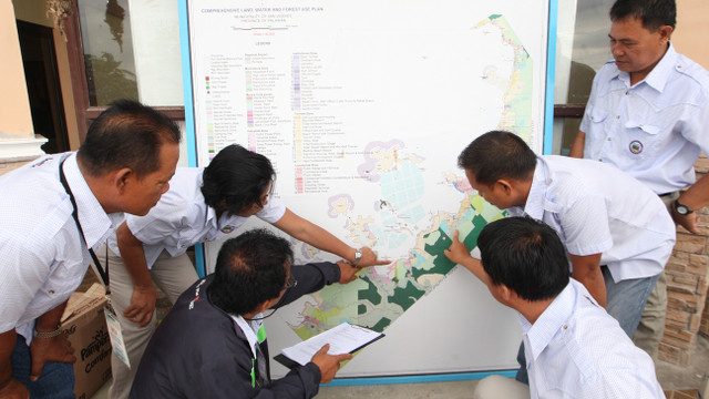 WORKING TOWARDS ECOTOWN. San Vicente local government officials mapped out their town's natural resources and vulnerabilities to climate change and disasters. Photo courtesy of Climate Change Commission