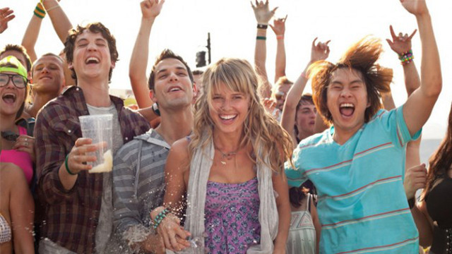 THE GREAT OUT-HOARSE. Miles Teller, Skylar Astin, Sarah Wright and Justin Chon yell like hell