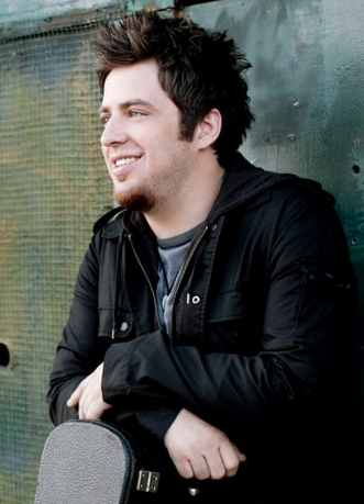 Lee DeWyze. Photo courtesy of DeWyze's official page on Facebook.