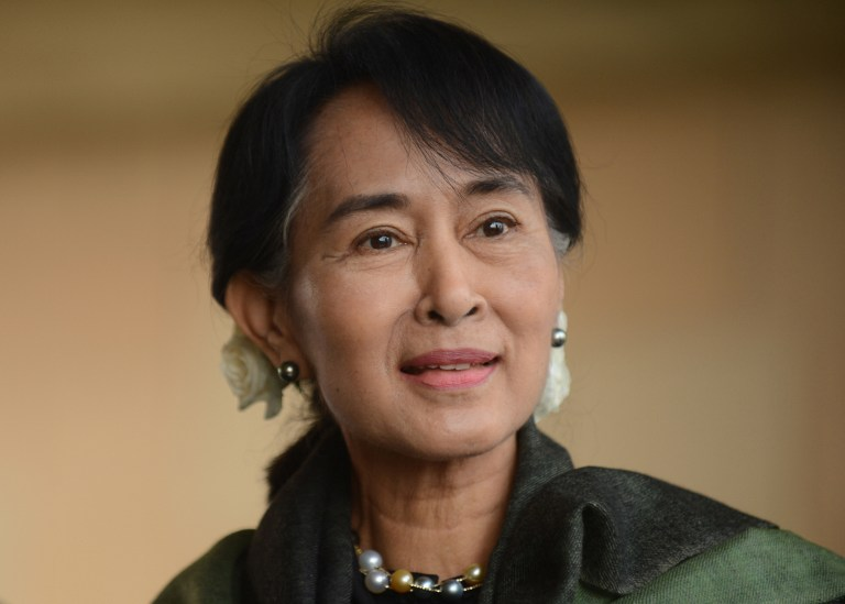 SUU KYI IN INDIA. Chairperson of The National League for Democracy of Myanmar, Aung San Suu Kyi smiles as she pays tribute at Rajghat,The Memorial to Mahatma Gandhi in New Delhi on November 14, 2012. Suu Kyi is in India for a seven-day visit. AFP PHOTO/RAVEENDRAN