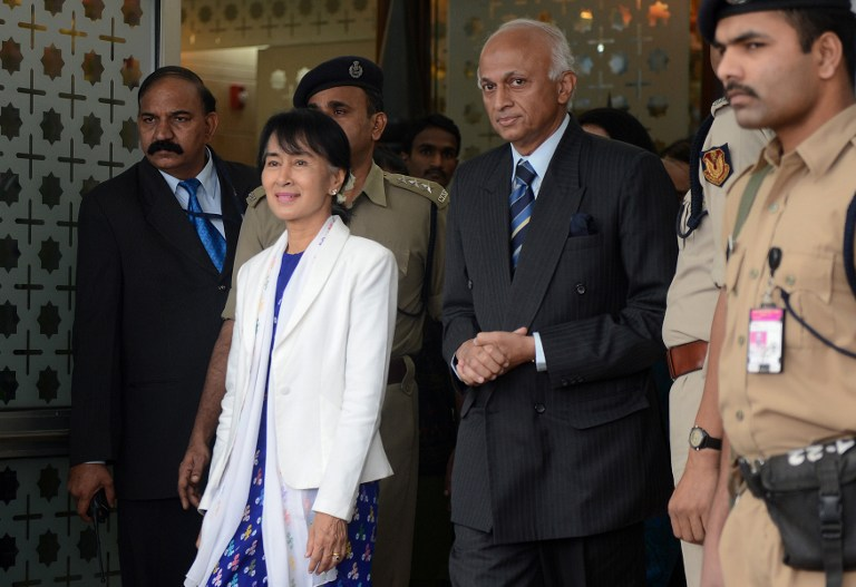 SUU KYI IN INDIA. Chairperson National League for Democracy of Myanmar, Aung San Suu Kyi (2L) walks with Indian Foreign Secretary Ranjan Mathai (2R) on her arrival at Indira Gandhi International Airport in New Delhi on November 13, 2012. Suu Kyi is in India for a seven-day visit. AFP PHOTO/RAVEENDRAN