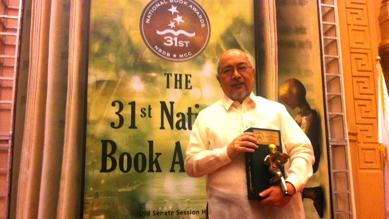 SHORT FICTION IN FILIPINO. Award-winning writer Abdon Balde Jr wins his 4th National Book Awards prize. All photos and videos by Voltaire Tupaz