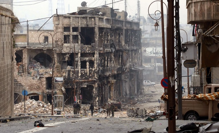 CITY DESTROYED. Syrian government troops take position in a heavily damaged area in the old city of Aleppo in northern Syria on January 12, 2013. AFP PHOTO/STR