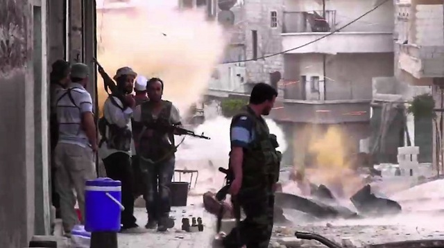 ATTACKS. An image grab taken from AFP TV shows Syrian rebels taking position during clashes with Syrian regime forces in the Amariyeh district of the northern city of Aleppo on August 31, 2012. AFP Photo.