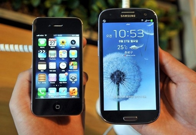 "RIVALS. Apple and Samsung products battle for profits and being ""cool."" Photo by AFP"