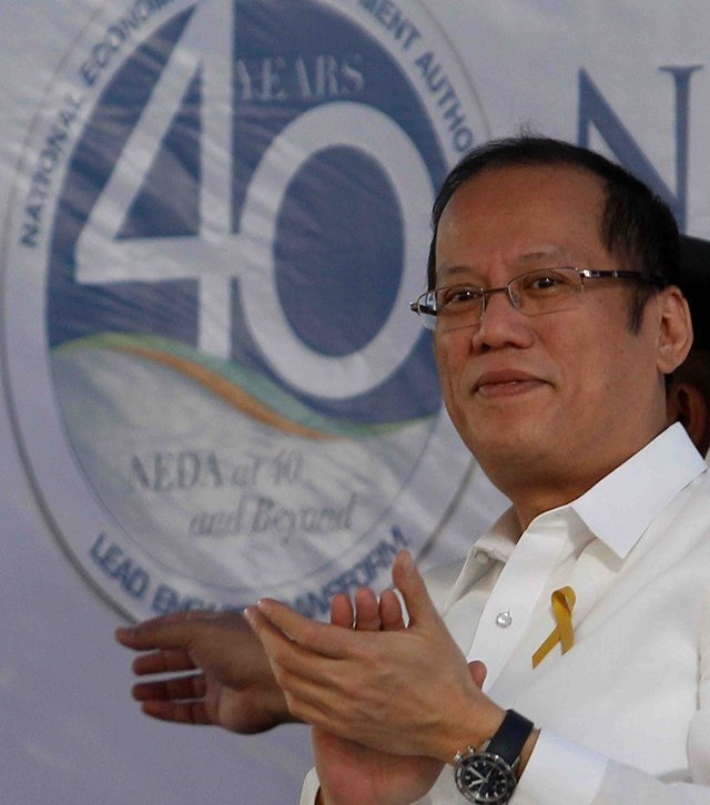DON'T MIX. President Aquino graces the 40th anniversary of Neda, the 3rd president after his mother and Fidel Ramos to ever visit the agency. Politics has no place in Neda's decisions to approve projects, he says. Photo by Malacañang bureau.