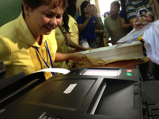 SYSTEMS CHECK. Comelec staff test PCOS machine during Saturday's (February 2) mock polls. Photo by Paterno Esmaquel II