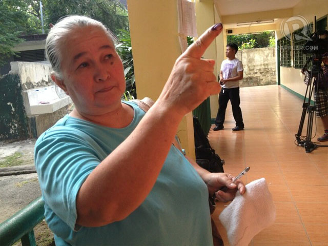 FIRST VOTER. 66-year-old Bernardina Ruelo is the first voter in Crame. Photo by Paterno Esmaquel II