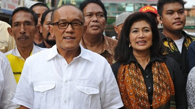BUSINESSMAN-POLITICIAN. Indonesia's Golkar Party chief and tycoon Aburizal Bakrie (L), 65, and his wife Tatty (R) is one of the country's richest men with businesses spanning coal, telecommunications to construction and was named the party's candidate in the 2014 presidential elections. Photo by AFP