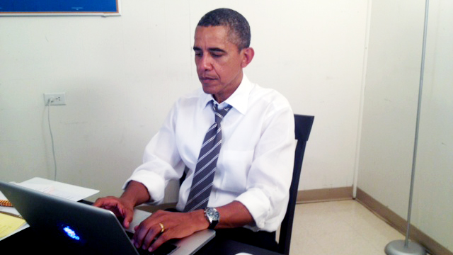 ASK ME ANYTHING. Barack Obama's verification picture for his AMA session on Reddit. Photo from http://www.reddit.com