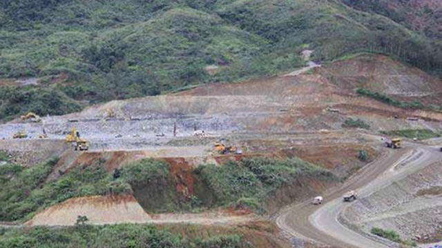 WHEN TO PAY? Tax issues halt Feb. 25 shipment of ores from this Didipio mine where open pit operations started last December 2012. Photo from media website of OceanaGold