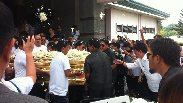 GOODBYE. Relatives and friends carry Dolphy's coffin from the chapel, where the final service was heard, to the burial site. Photo by Natashya Gutierrez