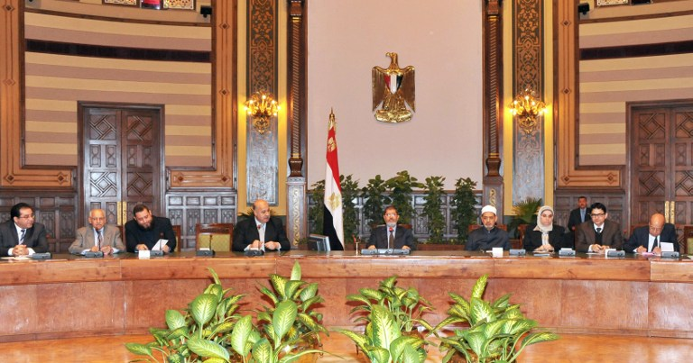 A handout picture released by the Egyptian presidency on December 8, 2012, shows Egyptian President Mohamed Morsi (Top C) meets with Sunni Islam's top authority and the head of Cairo's Al-Azhar university, Sheikh Mohammed Sayyed Tantawi (4th R) and other politicians. AFP PHOTO/HO/EGYPTIAN PRESIDENCY