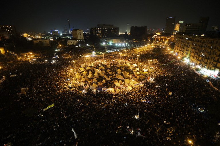 BACK AT TAHRIR. Tens of thousands people take part in a mass rally against a decree by President Mohamed Morsi granting himself broad powers on November 27, 2012 at Egypt's landmark Tahir Square in Cairo. AFP PHOTO / GIANLUIGI GUERCIA