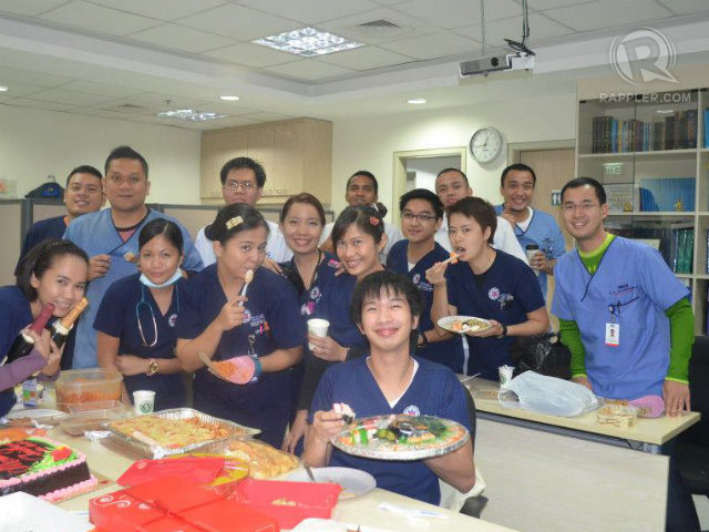 CHRISTMAS AT THE ER. Doctors, nurses and staff celebrate Christmas in the ER. Photo by Mary Gail Santos