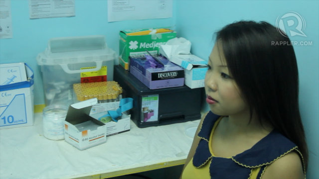 HIV TESTING Rappler's Devon Wong gives a walkthrough of HIV testing. Photo by Franz Lopez