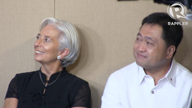 IMF chief Christine Lagarde sits with Philippine Finance Secretary Cesar Purisima in a press conference in Malacañang Palace on November 16