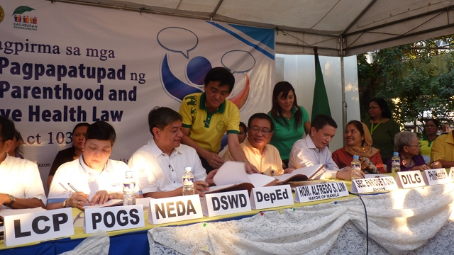 SIGNED IN BASECO: Implementation of RH law begins Easter Sunday (Photo by Ana Santos)