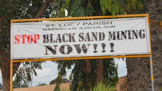 Mining Black Sand, Lingayen, Philippines