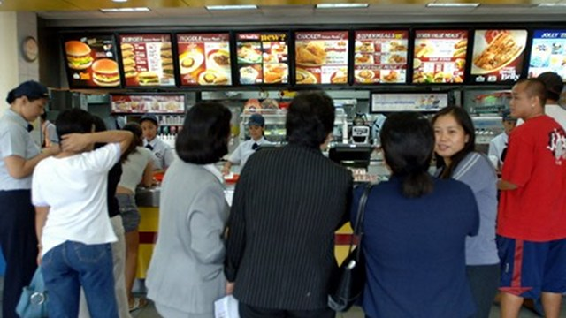 FOOD GIANT. Jollibee reports higher earnings for 2012. AFP Photo