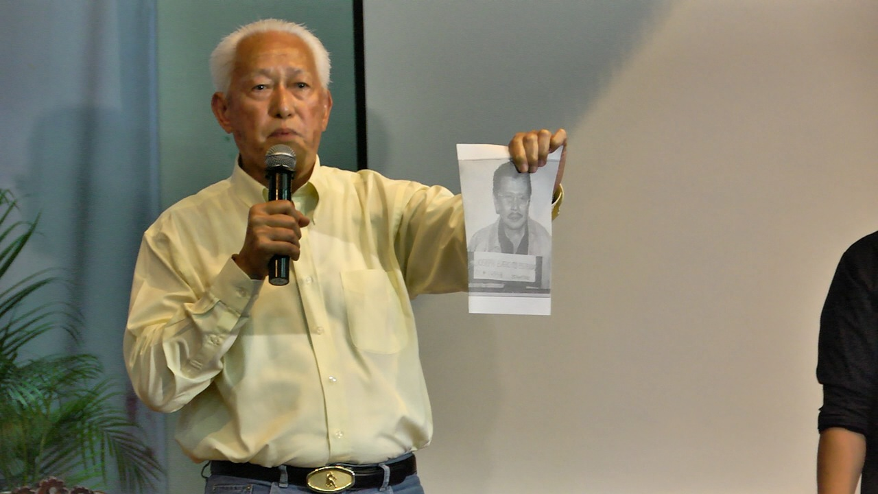 'IS THIS YOU?' Lim holds up the mug shot of Estrada during the &quot;Thrilla in UP Manila&quot; and says it would be a shame for Manila to have a mayor who was convicted of plunder. 