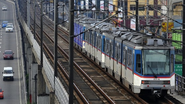A Metro Rail Transit (MRT) train is seen Manila on October 31, 2010. AFP PHOTO/NOEL CELIS