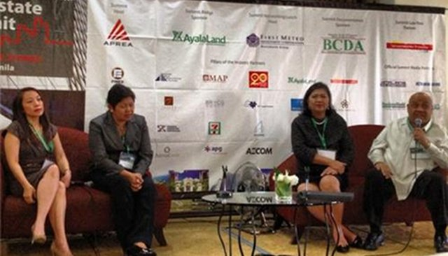 MALL EXECUTIVES. They are the panelists on a retail and shopping forum (from left to right): Ana Maria Garcia of the Shopping Center Mgt. Corp. Rowena Tomeldan of Ayala Malls, and Arlene Magtibay of Robinsons Land, and Danny Antonio of Festval Supermalls. Photo by Lala Rimando