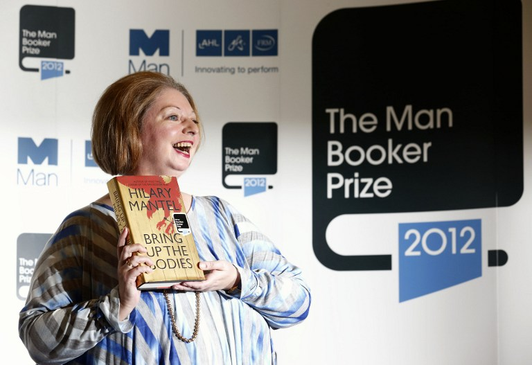 MAKING HISTORY. British author Hilary Mantel poses for pictures after winning the 2012 Man Booker literary prize for her novel &quot;Bring Up The Bodies&quot; in London on October 16, 2012. AFP PHOTO / JUSTIN TALLIS