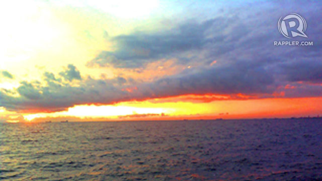 MOST ROMANTIC SUNSET, HANDS-DOWN. The Manila Bay sunset will never lose its charm. People continue to fall in love with this sunset. All photos by Rhea Claire Madarang