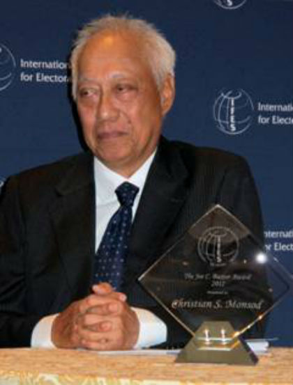 ELECTORAL REFORMS. Lawyer Christian Monsod is the recipient of the 2012 Joe C Baxter Award. Photo by Elmer G. Cato of the Philippine Embassy in the United States.