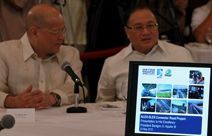 INTERESTED. Since the two groups led by San Miguel's Ramon Ang (left) and Manuel Pangilinan (right) are clearly interested in the NLEx-SLEx connector road project, the government does not have to dangle incentives, President Aquino said. Photo by Malacanang Photo Bureau