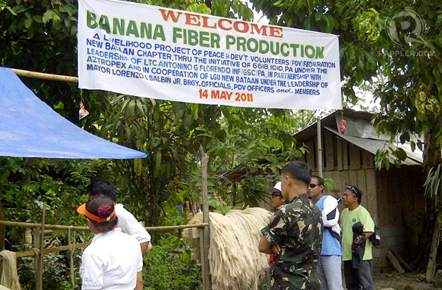 PEACETIME. New Bataan residents run a cooperative that makes banana fiber; May 2011. Photo by Glenda M. Gloria