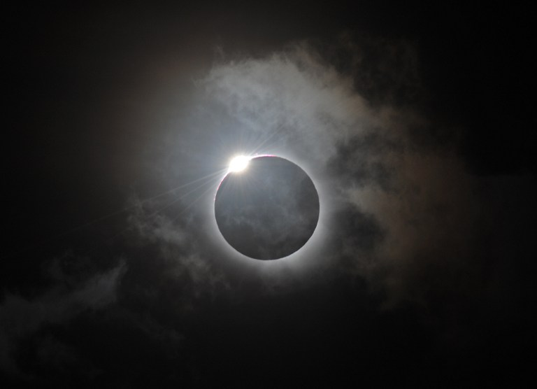 ECLIPSE DOWN UNDER. The Diamond Ring effect is shown following totality of the solar eclipse at Palm Cove in Australia's Tropical North Queensland on November 14, 2012. AFP PHOTO/Greg WOOD