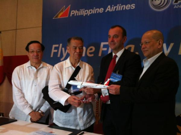 AIRBUS ORDERS. Philippine Airlines executives (chair Lucio Tan, second from left, and president Ramon Ang, rightmost) announce orders for new aircraft. Photo by Katherine Visconti