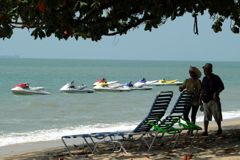 THE GOOD LIFE. Tourists enjoy an afternoon at Ferringhi beach near George town on the Penang resort Island in Malaysia on August 26, 2010. AFP PHOTO/ Saeed KHAN