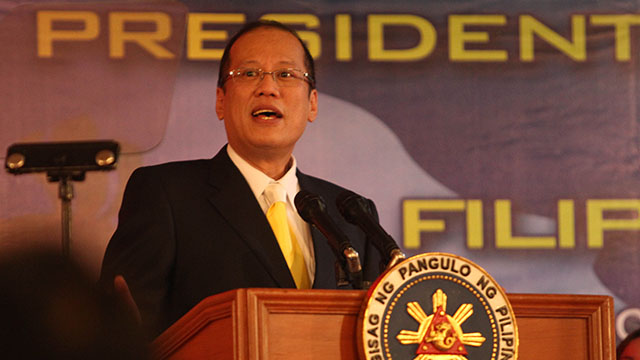 Aquino speaks to the Filipino community in Laos on Sunday, November 4. Malacañang Photo Bureau