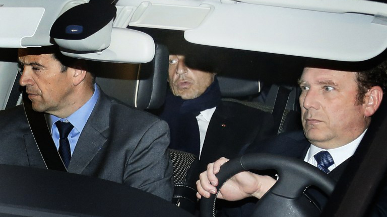 CASH ENVELOPES. Former French president Nicolas Sarkozy (middle) leaves Bordeaux' courthouse after a hearing. Sarkosy is accused of accepting envelopes stuffed with cash from L'Oreal heiress Liliane Bettencourt to illegally finance his 2007 election campaign.  AFP PHOTO / PATRICK BERNARD