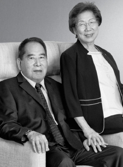Family photo of the economist, married to Felicidad Tan, famous for Chairman and CEO of SM Investments Corporation SM Prime Holdings.