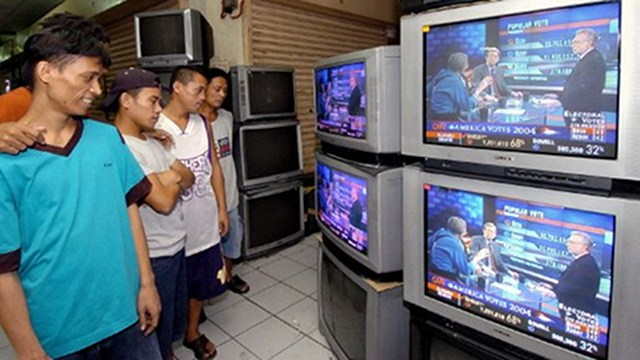 LOSSES. Third-liner TV5, a media group led by businessman Manuel V. Pangilinan, is banking on cost savings to trim losses. Photo by AFP