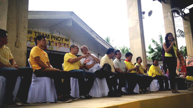 Team PNoy and the Durano clan at a campaign rally in Liloan, Cebu. RAPPLER/Carmela Fonbuena