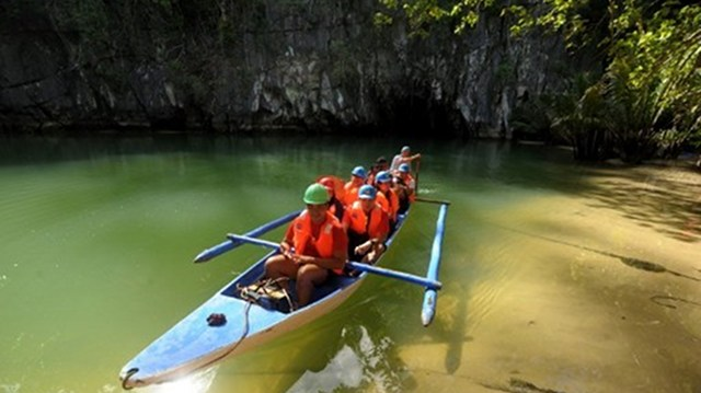 ONE MILLION. This 2012, the Philippines is targeting one million tourists from South Korea. This AFP photo shows tourists visiting the Puerto Princesa Subterrarean River National Park in Palawan.