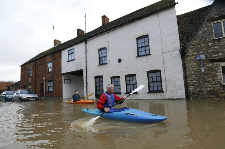 FLOODED. People use canoes to travel through floodwaters in Malmesbury on November 25, 2012. AFP PHOTO / JUSTIN TALLIS