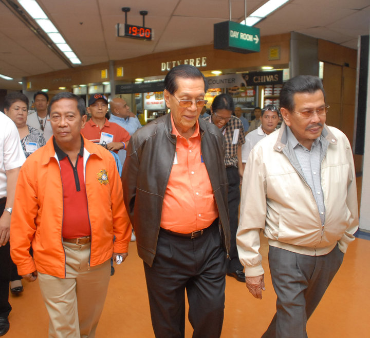 UNA TRIO. The alliance banks on the experience and popularity of Binay, Enrile and Estrada to boost the coalition in 2013 and beyond. File photo by Joe Arazas, Senate PRIB