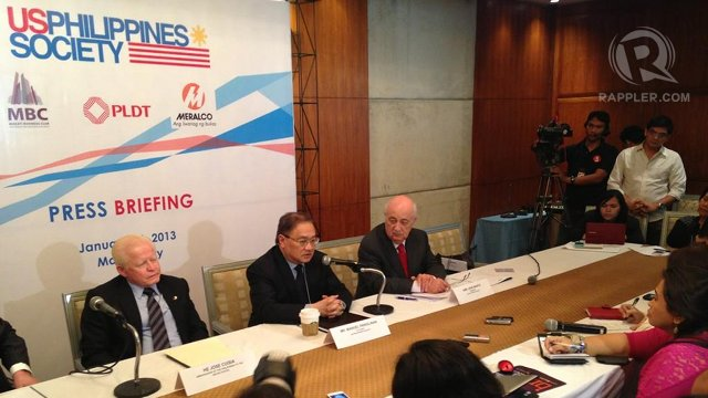AT A STANDSTILL. Businessman Manuel V. Pangilinan (center) talks about prospects of its Reed Bank gas exploration project during a press briefing. Photo by Katherine Visconti