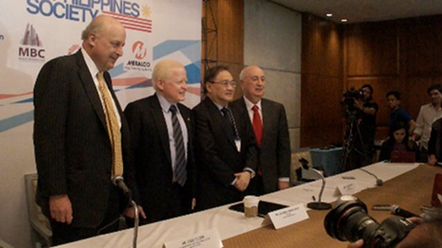 CLOSER TIES? Former American ambassador to the Philippines John Negroponte, Philippine Ambassador to the United States Jose Cuisia, local business magnate Manuel V. Pangilinan and Ambassador John F. Maisto discuss the results of a U.S. business delegation in the Philippines during a press conference at Tower Club in Makati on Thursday, January 24. Photo by Katherine Visconti.